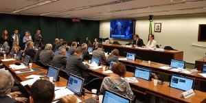 Proposta que institui Revalida é aprovada na Comissão de Educação da Câmara