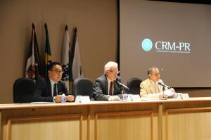 CRM-PR recepciona 28 novos médicos em Curitiba