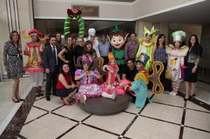 Hospital Santa Cruz recebe personagens da Parada de Natal do Batel