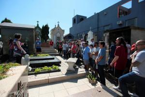 Visita guiada temática no Cemitério Municipal de Curitiba aborda trajetória de mulheres pioneiras