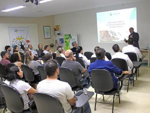 Conselheiro do CRM-PR realiza palestra sobre prontuário médico no Hospital Ministro Costa Cavalcanti