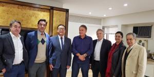 Representantes do CRM-PR levam ao senador Alvaro Dias preocupação com ensino médico