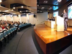 CRM-PR lança cartilha com orientações sobre atendimento de emergências médicas em voos