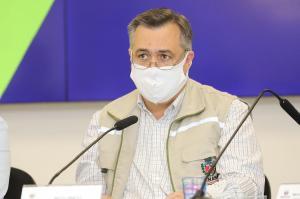 Vacina e informação clara vão ajudar o Paraná a sair da pandemia, diz secretário da Saúde