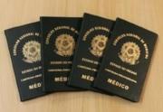 Exemplos éticos homenageados em solenidade de entrega de carteiras em Maringá
