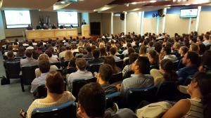 Entrega de carteiras reúne 240 novos médicos na sede do CRM-PR, em Curitiba