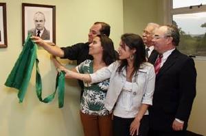 Foto do Dr. Hélcio na galeria de ex-presidentes