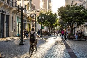 Curitiba aprova lei que pune quem desrespeitar medidas de enfrentamento à Covid-19