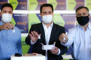 Governo do Paraná lança campanha com municípios para vacinar de domingo a domingo