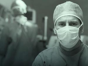 COVID-19: Médico pode informar falta de EPIs e falhas na infraestrutura de atendimento