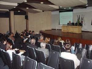 Presidente do CRM-PR abre encontro jurídico