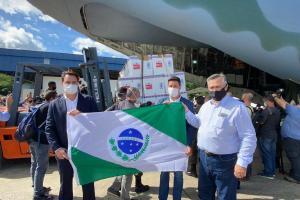 Profissionais de saúde entre grupos priorizados na vacinação que começa no Paraná